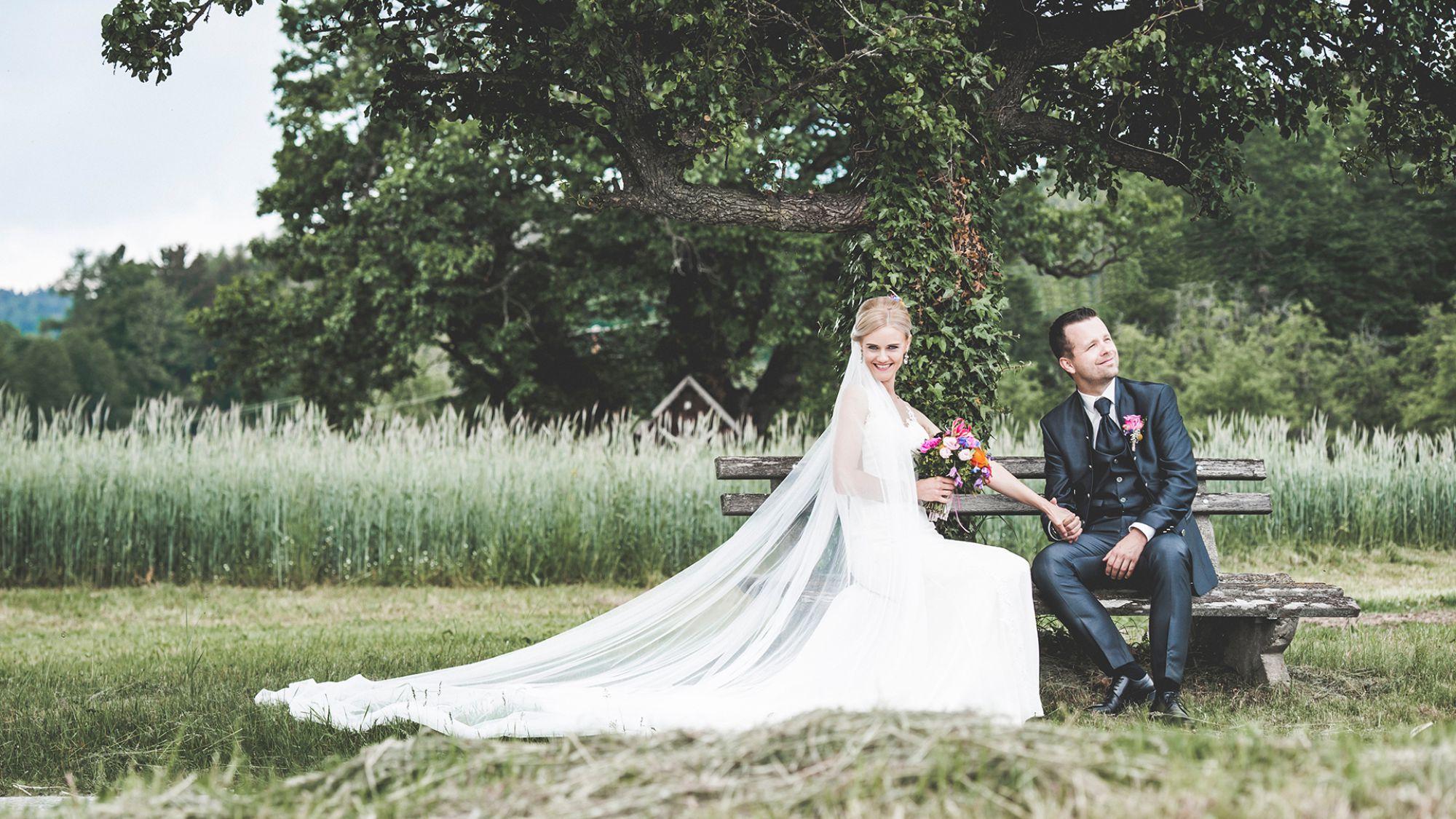 Brautpaar fotografiert in Stubenberg von Rene Strasser Fotografie , Hochzeitsfotograf aus der Steiermark